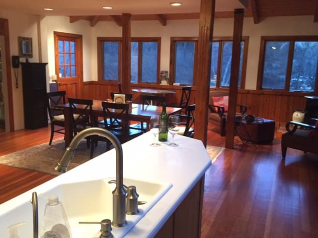 Summer retreat, great for family and friends. - New Marlborough - Cabane