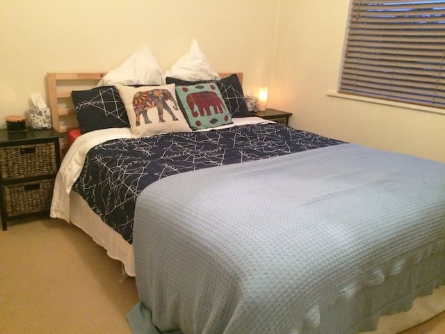 Walk to the beach/shops from this cosy apartment! - Sandringham - Apartamento