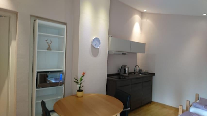 Ruhiges Zimmer jedoch trotzdem zentru(SENSITIVE CONTENTS HIDDEN)ah :-) - Aachen - Leilighet