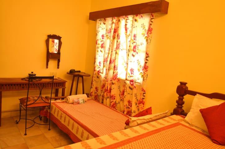 Jaipur Home Stay: Standard Room - Jaipur - Pousada