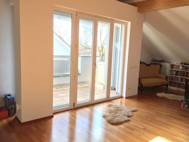 Großes, sonniges Studio,Bad, Balkon, Nähe Messe - Aschheim