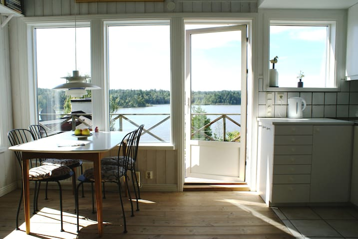 Small villa with space, lake view and nature - 胡丁厄(Huddinge) - 別墅