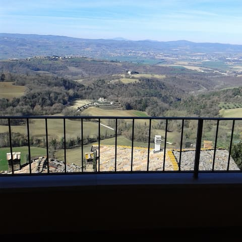 Casa nel borgo medioevale  con terrazza panoramica - Collazzone - Appartement