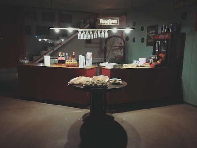 Spazioso loft seminterrato per feste private - Pieve di Soligo - ロフト