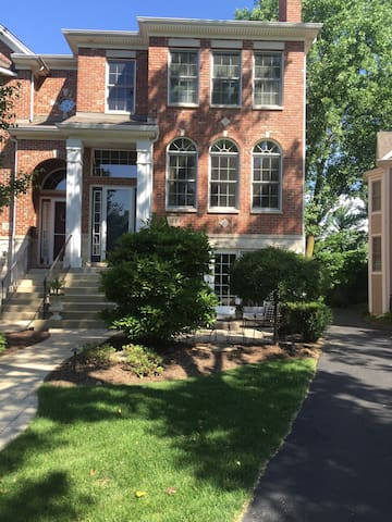 A Wonderful Traditional townhouse! - Naperville - Adosado
