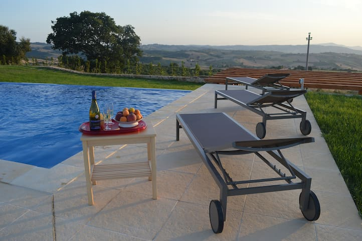 Renovated Barn with Infinity Pool - Montenero d'Orcia - Villa