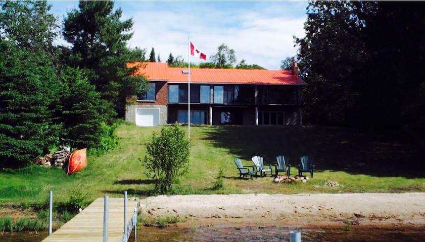 Big Beautiful cottage on Eagle Lake - South River - Huis