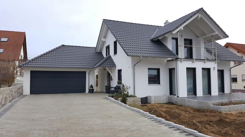 Schönes Zimmer mit Küche und Bad - Eutingen im Gäu - Hus
