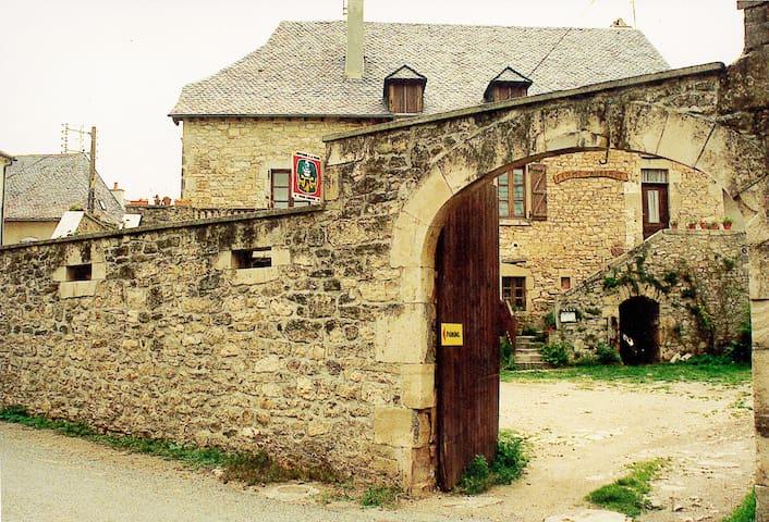 5 anciennes chambres d'hôtes - Rignac - Casa
