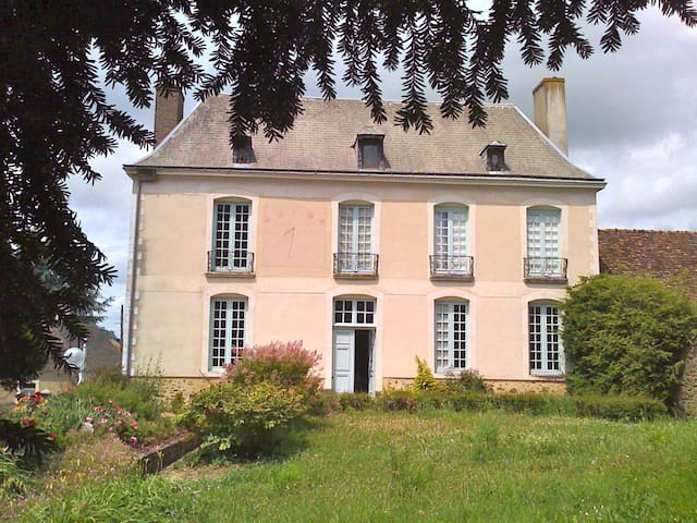 The Big House (la grand'Maison) - Requeil - Bed & Breakfast
