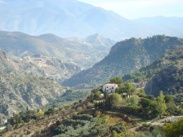 """""""El Tesorillo"""" Secluded mountain house - Guájar-Alto"""