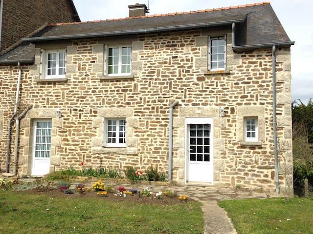 Maison en pierre à Lanvallay - Lanvallay - Hus