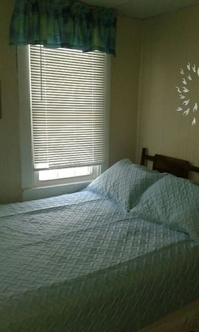 Private Bedroom Within  Cozy Country Apartment - Mountain Top - Departamento