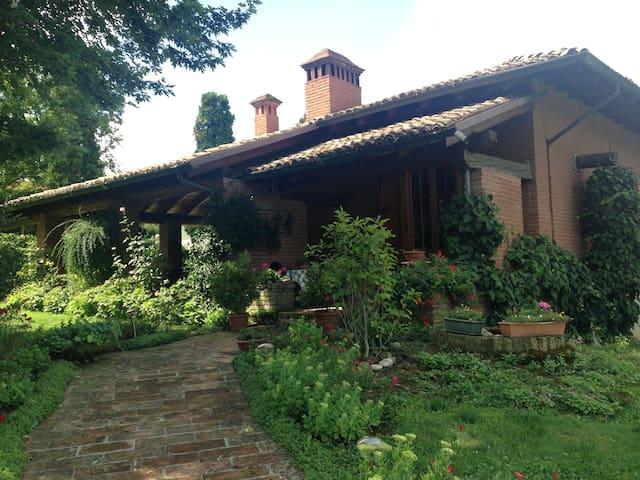 Villa di campagna immersa nel verde - Ventoso - 別墅