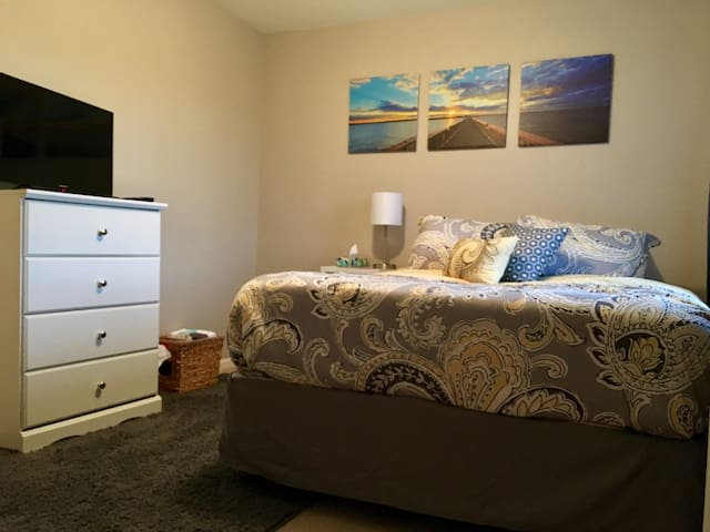 QUEEN Room w/ Extended Stay Sale! - Plainfield - Dom