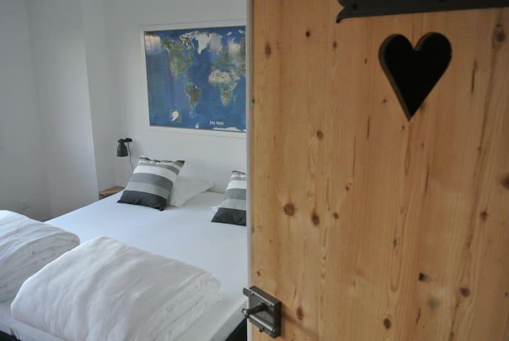 Chambre, Jura Trois Lacs, Suisse - Treiten - Bed & Breakfast