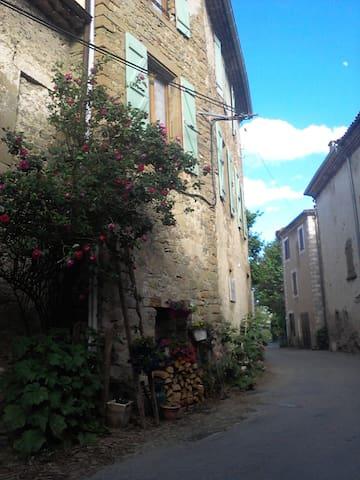 Ancienne cure village médiéval, saint A. de rosans - Saint-André-de-Rosans