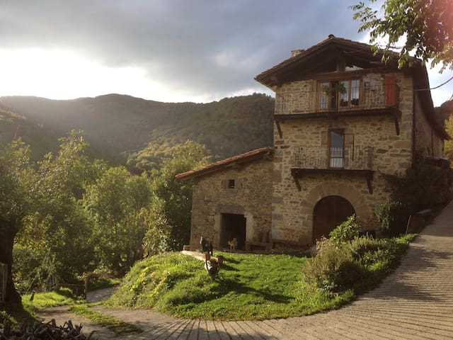 caserío en la montaña navarra - Arrarats - Huis