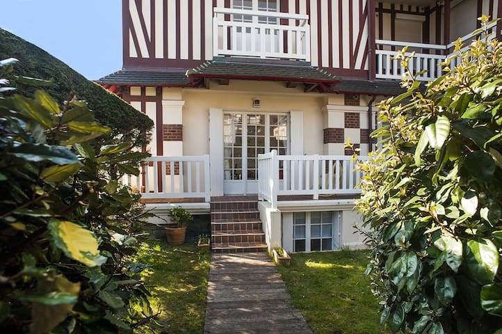 A beautiful Duplex in Cabourg, 80m from the sea - Cabourg - Apartemen