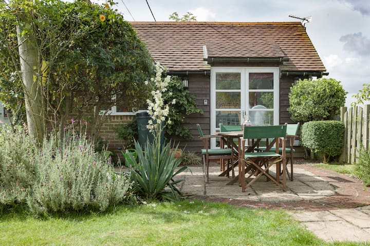 Charming cabin in South Downs - West Harting - Houten huisje