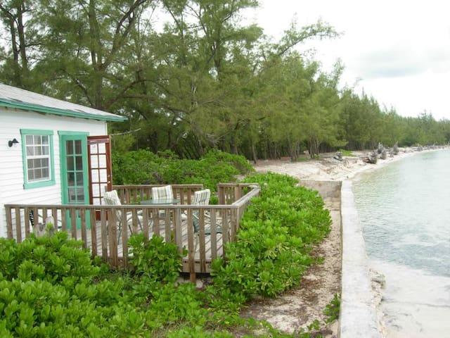 Cozy cottage on semi private beach - North Andros - Apartament