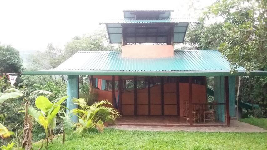 Eco-friendly Casita in Permaculture Ecovillage - Orotina
