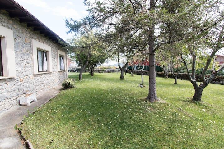 Casa con amplio jardín en Ajo - Ajo - Dom