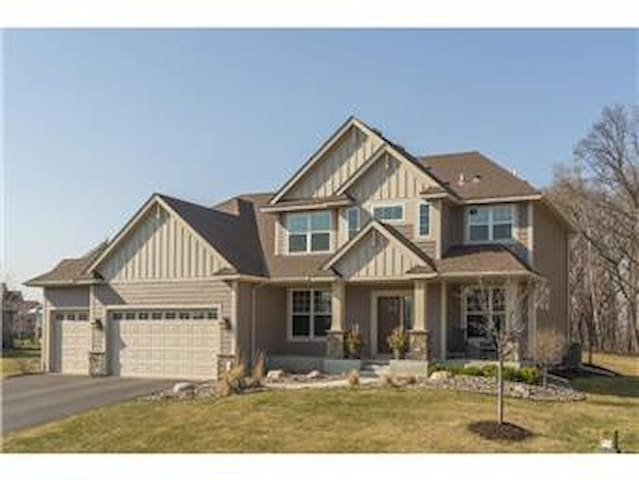 Expansive Mother In Law basement w/ Private Enter. - Maple Grove - Huis