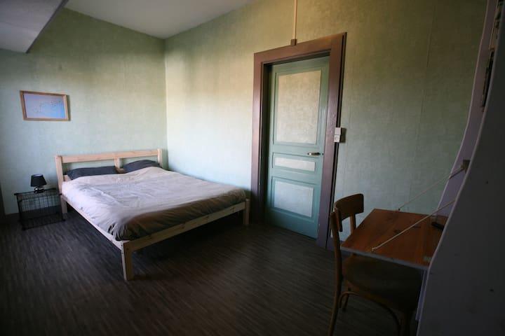 chambre calme en centre ville - Aixe-sur-Vienne - Radhus