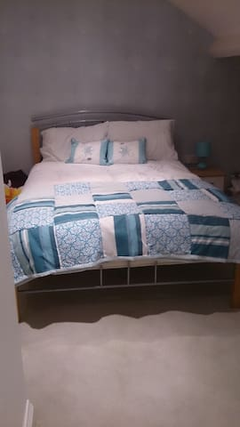 Shifnal, large dormer bedroom with own bathroom - Shifnal