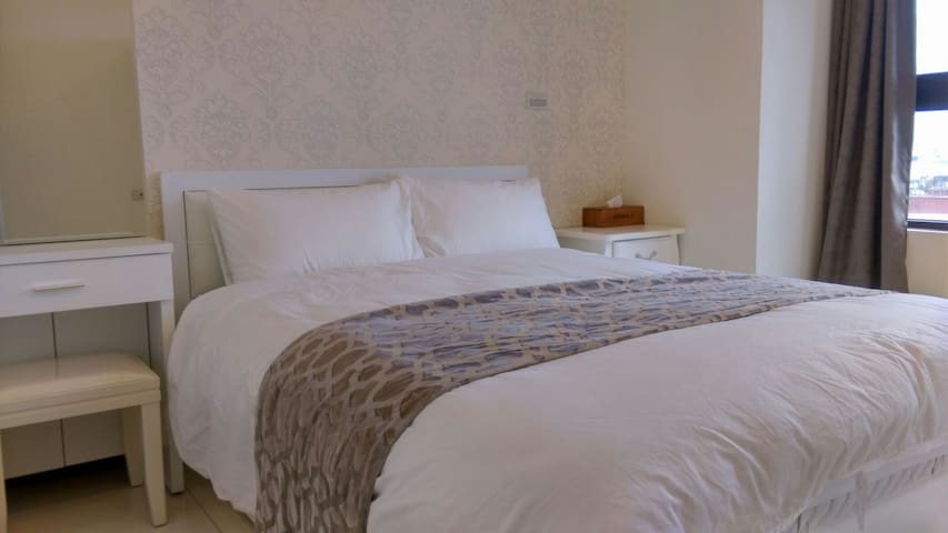 Smile Holidays/Two Double Beds/market/Rail Station - Zhongli District - Leilighet