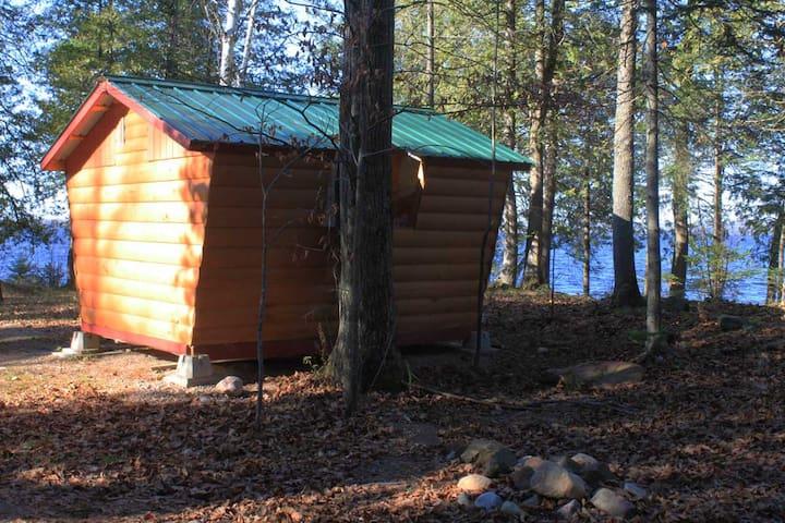 Small Golden Lake Cabins - Killaloe - Ö