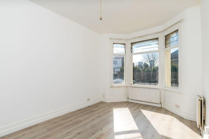 Spacious & Comfortable Double Room - Enfield - Casa