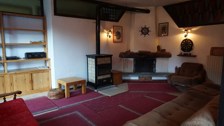 Old Huge flat to rent in the Alps. - Chiesa In Valmalenco - Loft