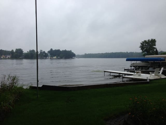 Lakefront cottage w/dock & beach on all sport lake - Middleville