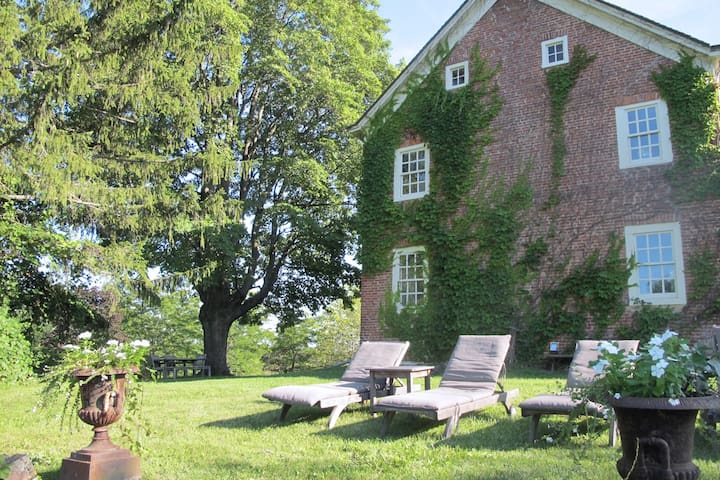 A Room for 2 with a View - Coxsackie - Maison