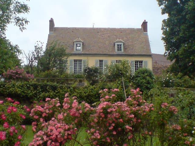 Très belle maison de charme - Château-sur-Epte - Casa