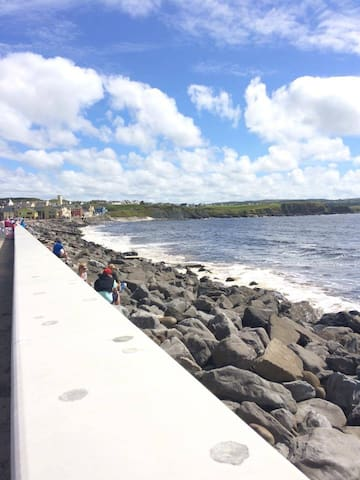 Modern, bright holiday home. - Lahinch - Дом