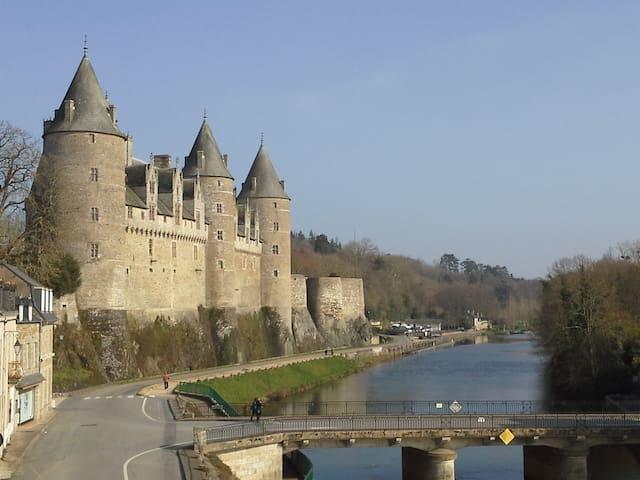 studio vue sur le château et canal - Josselin - Appartamento