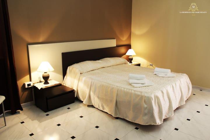 La Residenza del Marchesato - B&B - Brown Room - Marano Marchesato - Bed & Breakfast