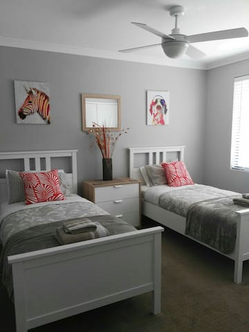 Close to the airport, shops,city. - Cloverdale - Bed & Breakfast