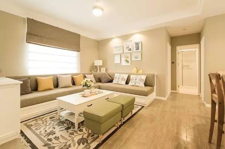 三居.绝佳视野4星级公寓,富龙滑雪场对面,客厅开放式厨房含吧台适合聚会 - 张家口市 - Bed & Breakfast