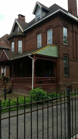 Great location 5 min from downtown - Hartford - Casa