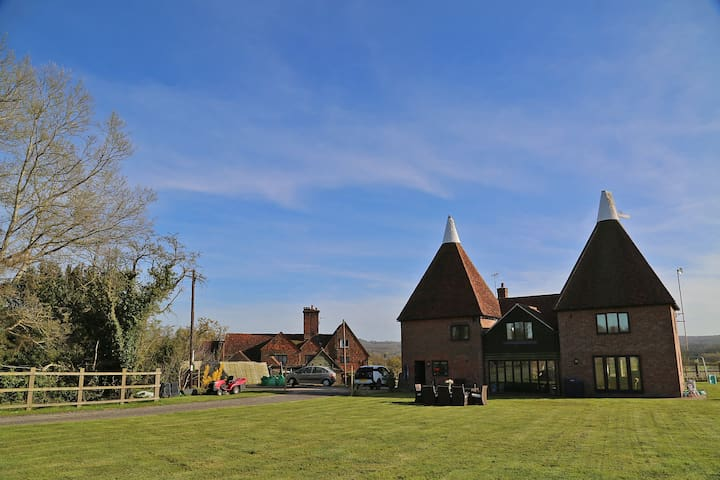 4 Bedroom countryside Oast House on old dairy farm - Hever - Rumah