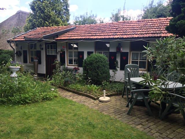 Rustig gelegen Bed & Breakfast in grote privé tuin - Maarheeze - Zomerhuis/Cottage
