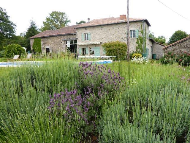 Spacious studio in walkers' paradise - Montrol-Sénard - Leilighet
