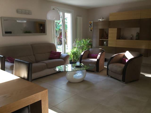 Chambre dans maison Drôme au pied du Vercors - Hostun - 獨棟