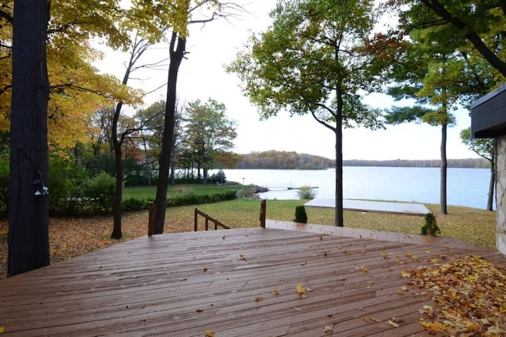 Exquisite Waterfront 4 bdrm House Newly Renovated - Vaudreuil-Dorion - Talo