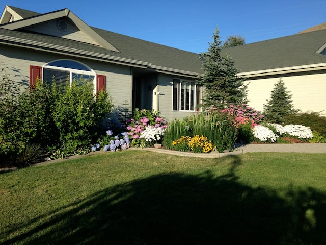 The East Wing - Wenatchee - Casa