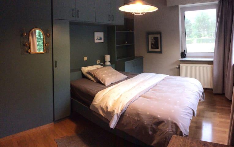 Relaxing room in quiet green area! - Zoersel - Bed & Breakfast